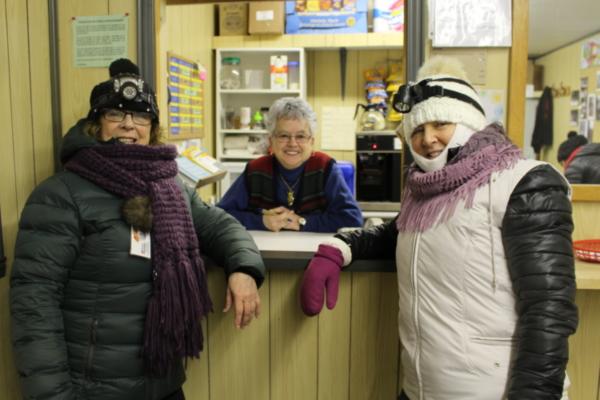 Mme Louise Rocheleau,Mme Lise Bouffard (bénévole) et Mme Line Savard